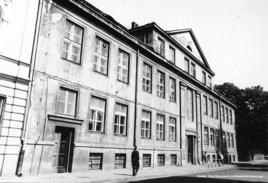 Leśna 16. Lata 1950-1965 , Dawny gmach Seminarium Nauczycielskiego z lat 20. źródło: fotopolska.eu